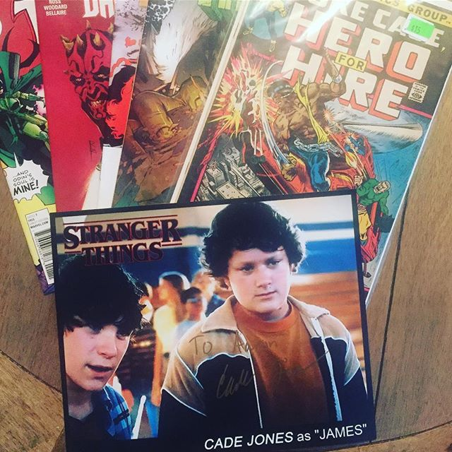 Picked up my first comic books in a looooong time today from @starbase_1552_comics and met Cade Jones from @strangerthingstv too 🙂 #strangerthings #cadejones #comicbooks