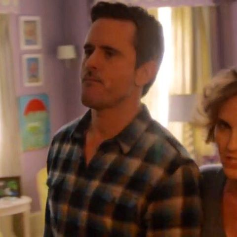 Finally got to see my umbrella painting in Daphne's room on the big #nashvillewedding episode of @nashvilleabc :) #nashville #art #aarongrayum @thisismaiz